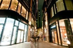 商店の夜景